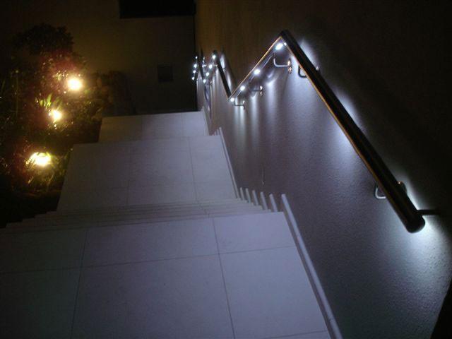 Beispiele für Flexo Handläufe mit LED-Beleuchtung im Aussenbereich